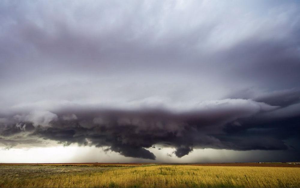 ชมวิดีโอพายุทอร์นาโดถ่ายโดยนักล่าพายุ สง่างามแต่น่ากลัวมาก