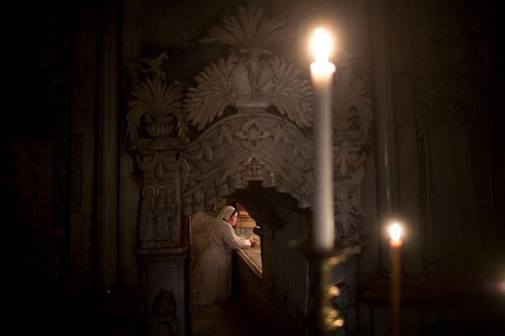 open-crist-tomb-3
