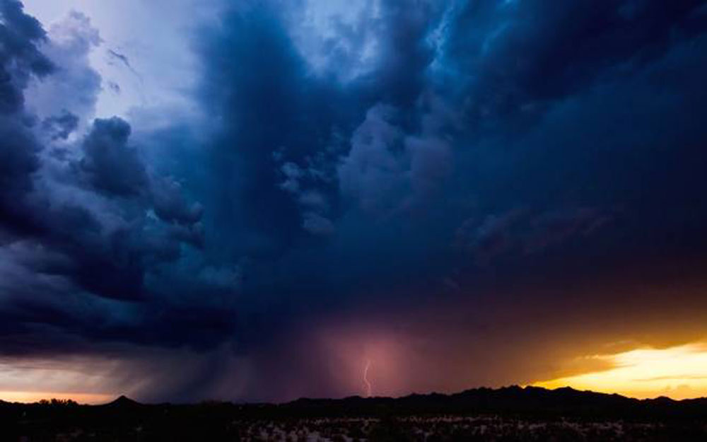 ชมวิดีโอพายุมรสุมที่สวยงามละลานตาแต่แฝงด้วยความน่าสะพรึงกลัว