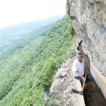 ชายชาวจีนพยายามขุดเจาะภูเขานาน 36 ปีเพื่อทำคลองส่งน้ำไปยังหมู่บ้าน