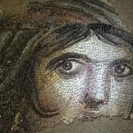 """ตุรกีมุ่งมั่นจะนำชิ้นส่วนที่หายไปของโมเสกโบราณ """"Gipsy Girl"""" กลับประเทศ"""