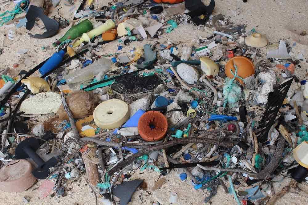 plastic-debris-island-3