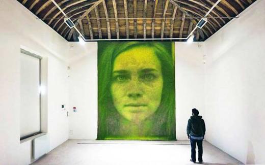 ศิลปินไอเดียบรรเจิดสร้างงานศิลปะที่มีชีวิตด้วยหญ้าและการสังเคราะห์แสง