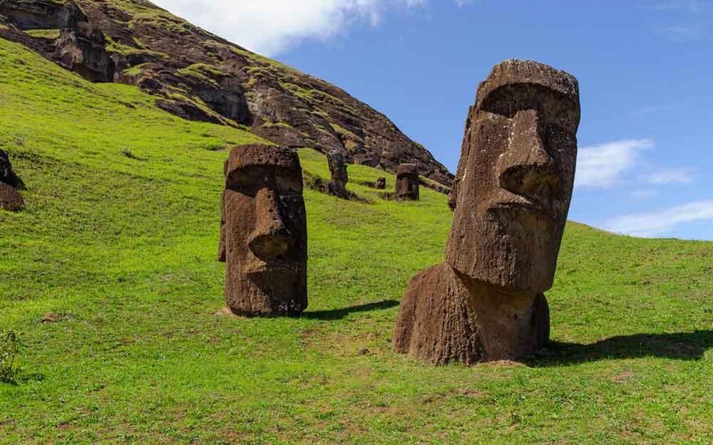 ชาวเกาะอีสเตอร์ผู้สร้าง 'โมอาย' ไม่ได้ล้างผลาญทรัพยากรจนตัวเองเกือบสูญพันธุ์