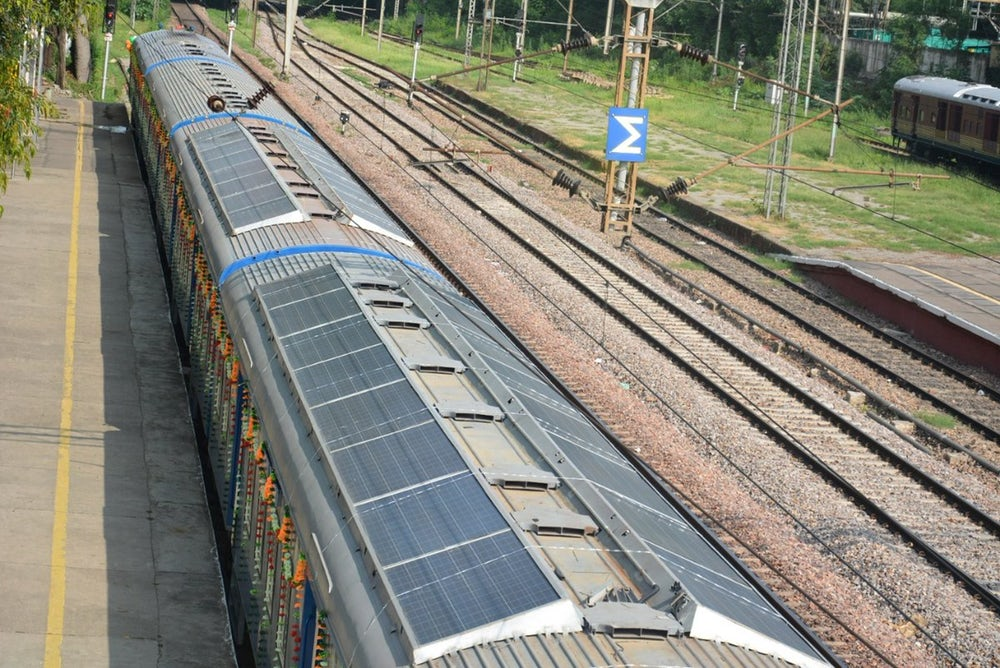 indian-railways-solar-demu-train-2