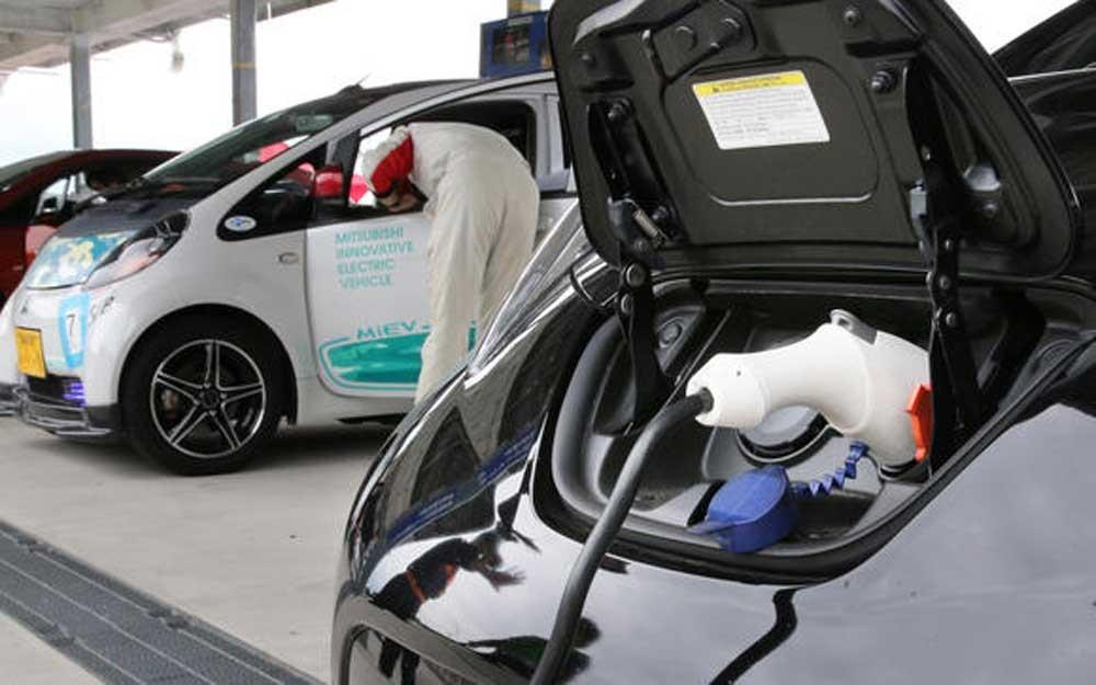 แบตเตอรี่ใหม่จากญี่ปุ่นทำให้รถยนต์ไฟฟ้าวิ่งไกลกว่าเดิม 2 เท่าแต่ราคาเท่าเดิม