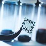 โซลาร์เซลล์ชนิด 'โปร่งใสและยืดหยุ่น' นวัตกรรมใหม่จากทีมวิจัยที่ MIT