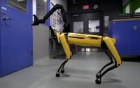 หุ่นยนต์สุนัข SpotMini โชว์ความสามารถใหม่เปิดประตูให้เพื่อนออกจากห้อง