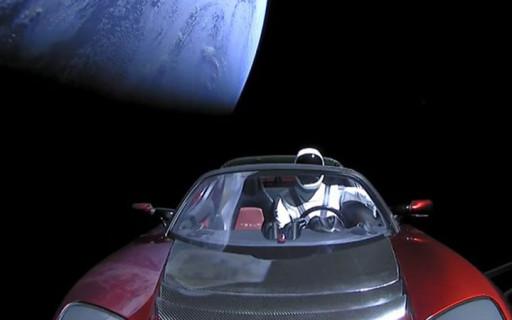 นาซาจัดให้รถ Tesla Roadster ที่โคจรอยู่ในอวกาศเป็นวัตถุท้องฟ้าอย่างเป็นทางการ