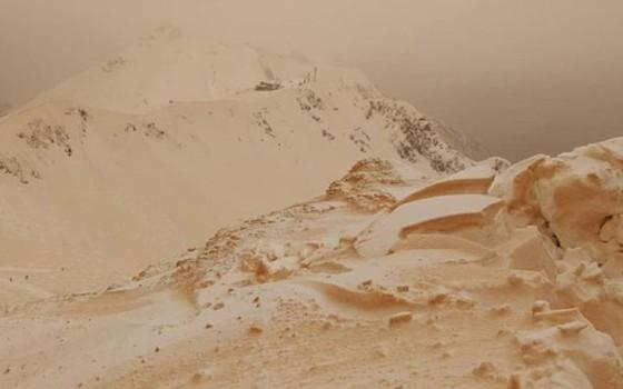 """เผยสาเหตุปรากฏการณ์ """"หิมะสีส้ม"""" ปกคลุมพื้นที่หลายประเทศในยุโรปตะวันออก"""