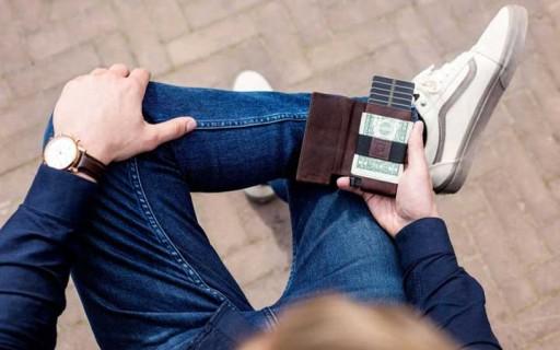 กระเป๋าสตางค์อัจฉริยะรุ่นใหม่ บางเฉียบ ที่เก็บบัตรสุดเก๋ แถมตามหามันได้ด้วยเสียง