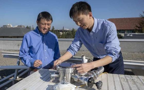 นักวิจัยพัฒนาอุปกรณ์ใหม่เพื่อผลิตไฟฟ้าจากแสงอาทิตย์พร้อมกับทำให้อาคารเย็นลง