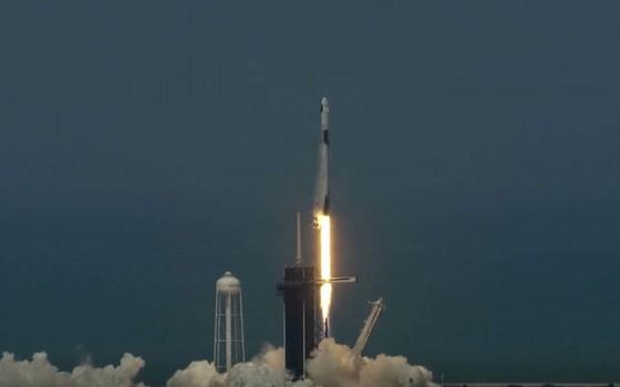 SpaceX สร้างประวัติศาสตร์ส่งยานพร้อมนักบินอวกาศไปสถานีอวกาศนานาชาติสำเร็จ