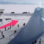 """เกิดปรากฏการณ์น่าทึ่ง """"ภูเขาไฟน้ำแข็ง"""" สูงขนาดตึก 4 ชั้นที่คาซัคสถาน"""