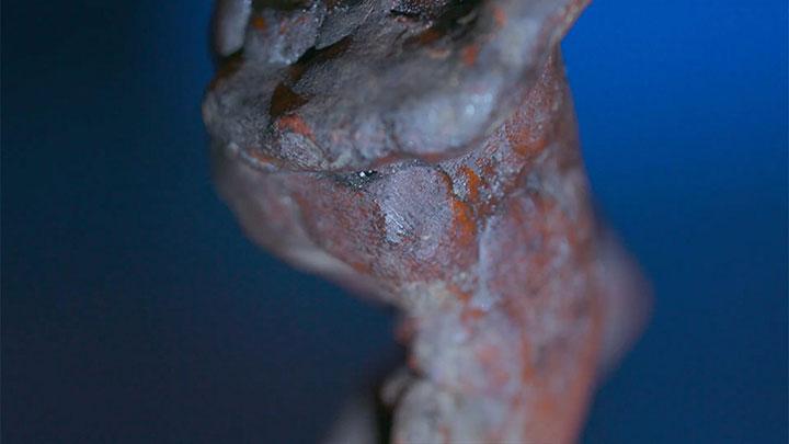 michelangelo-fingerprint-on-wax-statue-3